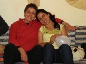 צילה הרטמן ושרון בתה. צילה מטפלת במשפחות חד הוריות לקראת ואחרי אימוץ